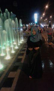 Air mancur di alur-alun Purwokerto yang ada light nya.